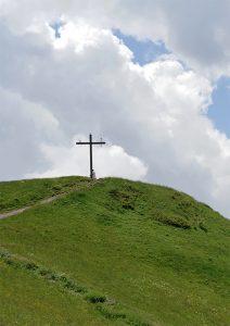 Cruz en las inmediaciones del Santuario de la Saleta (Francia)